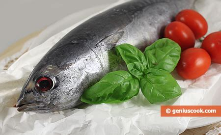 cucinare tonnetto intero tonno alla pizzaiola cucina italiana gastronomia