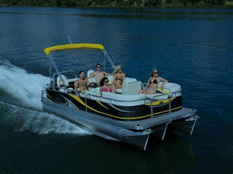 boat rental with driver chicago chicago boat rentals rent a pontoon boat on chicago