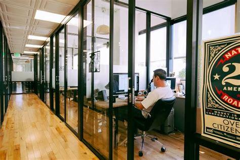 wework desk review wework to offer free space for harlem entrepreneurs