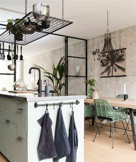 Impressionnant Meuble Salon Style Industriel #6: superbe-deco-industrielle-décor-en-bois-avec-des-éléments-déco-floraux-style-industrielle-et-exotique-à-la-fois-e1477403000294.jpg