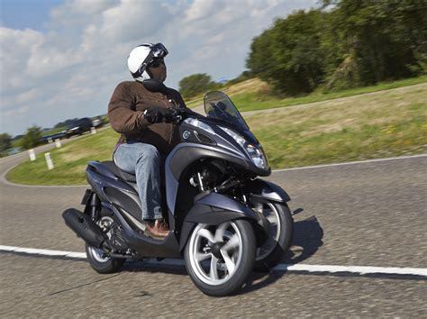 essai du scooter  trois roues yamaha  tricity