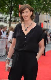 acridium capronyl miranda hart miranda hart reveals her hollywood make over
