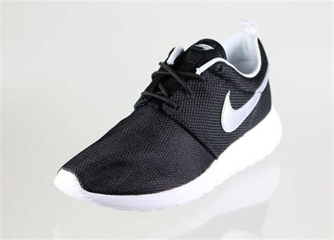 Nike Roshe Run Black White 301 moved permanently