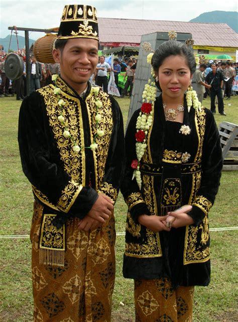 Baju Adat Surabaya pakaian adat jawa pakaian adat indonesia kebaya indonesia and folklore