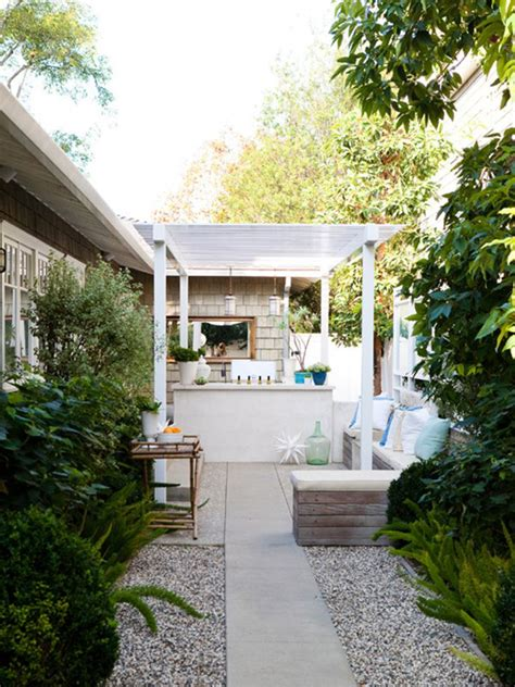Narrow Backyard Design Ideas 20 Lovely Backyard Ideas With Narrow Space Home Design And Interior