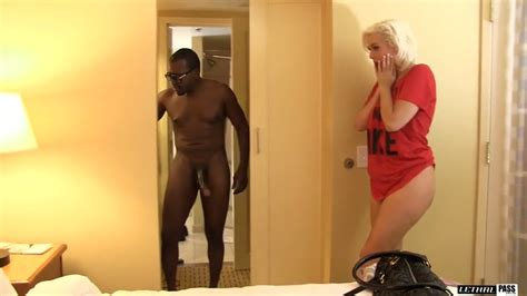Alluring Blonde Milf Jenna Ivory Is Having Crazy