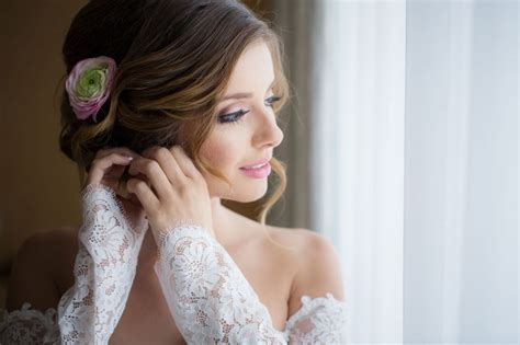 Bridal Wedding Photography by 10 Bridal Poses For Wedding Photographers