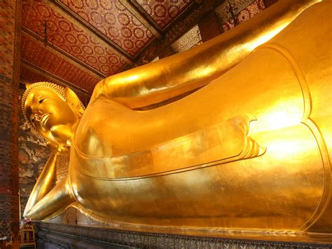 reclining buddha at wat pho wat pho in bangkok asiagreentravel