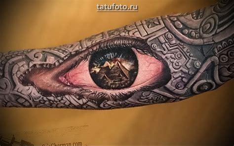 herrliches sehr detailliertes buntes auge tattoo am