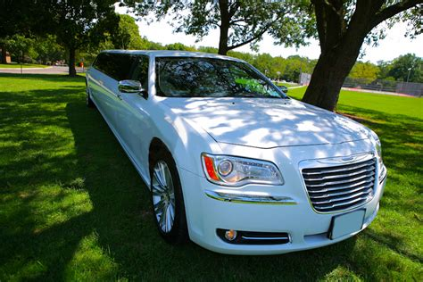 toronto limo chrysler limousine wine tours from toronto to niagara wine