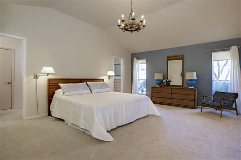 Lighting For Master Bedroom Staging A 1970s House For Sale Simpletexan Professional Decorating Staging