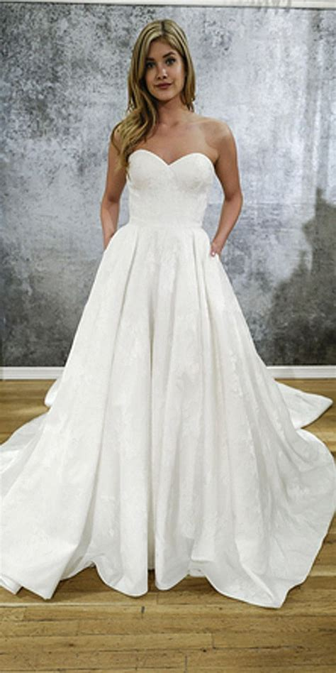 Simple Wedding Gown by 25 Best Ideas About Simple Wedding Gowns On