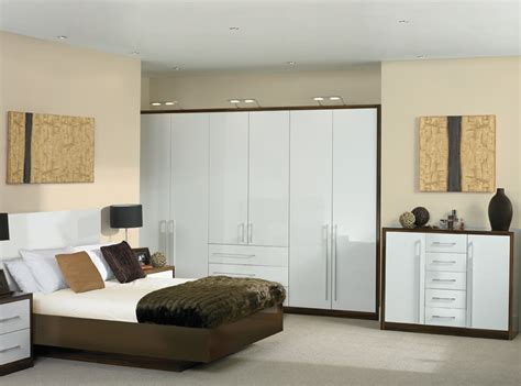White Gloss And Wood Bedroom Furniture by Wood Furniture High Gloss Bedroom Furniture