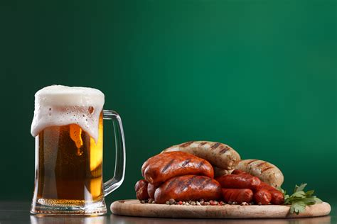 pair sausage  beer   perfect national sausage