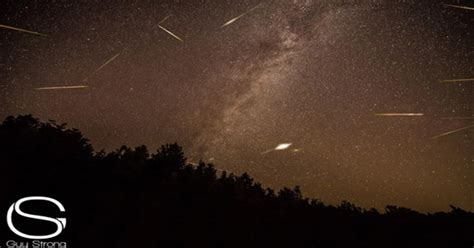 Meteor Shower Time August 12th by Perseid Meteor Shower Peaks Tuesday Where To Cbs News
