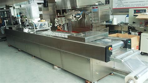 Vaccum Pack by Automatic Thermoforming Vacuum Food Packing Machine