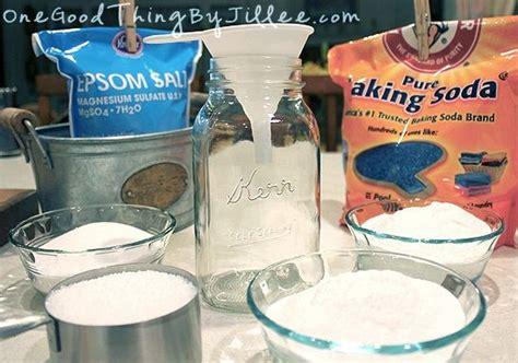 Baking Soda Foot Detox by Diy Cracked Heels Remedies Foot Soak To Detox