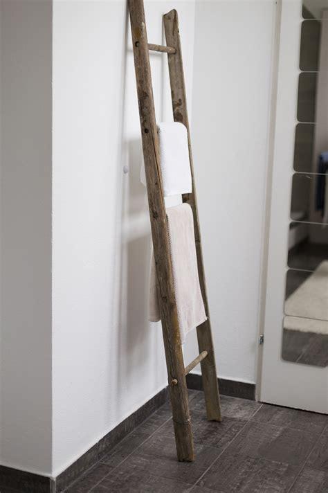 handtuchhalter holzleiter deko im badezimmer update saunas interiors and lofts