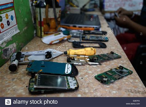 shopping mobile phones in india a mobile phone cellphone shop and repair workshop in