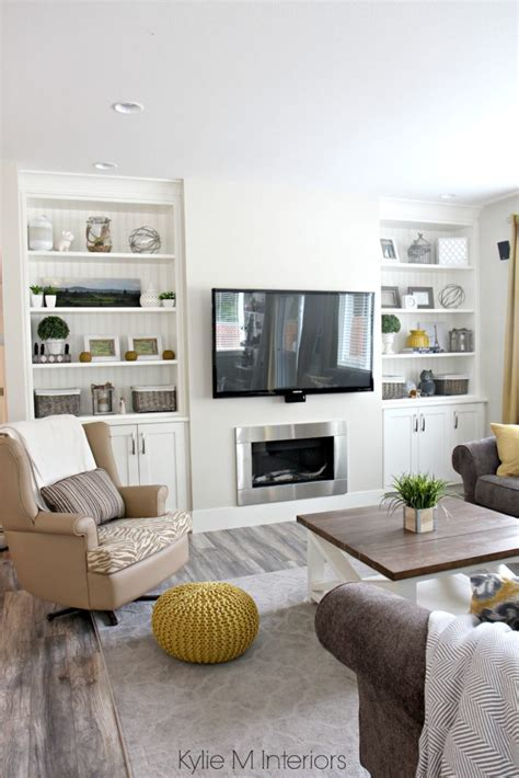 Beautiful farmhouse country style living room with
