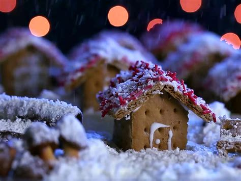 how to build a gingerbread house how to make gingerbread houses using graham crackers