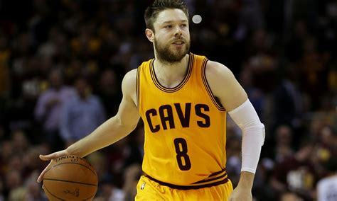 who is the cavaliers player with the high hair cavs matthew dellavedova and iman shumpert set to recover