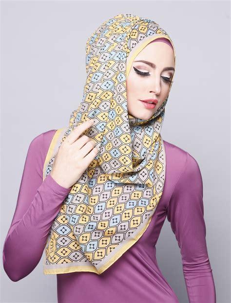 tutorial hijab segiempat zoya terbaru 29 gambar lengkap tutorial hijab zoya untuk wisuda bisa