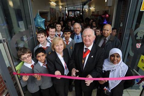 Mukena Hamida Ribbon 2 new youth centre opens at stoke park school coventrylive
