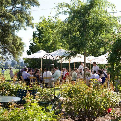 backyard summer wedding 5 ways to keep cool at your outdoor summer wedding