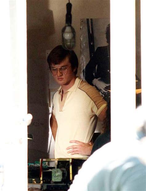 film biography bill gates jobs actors seen on set at steve jobs old los altos home