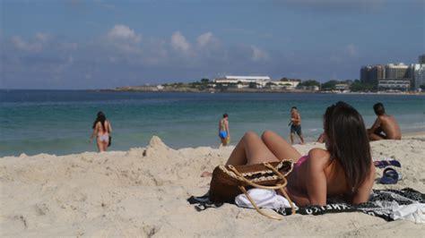 セクシーおねいさんの楽園か コパカバーナビーチ think globally act locally