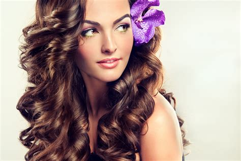 Haar Modellen by Beautiful With Curly Brown Hair Flower In Hair