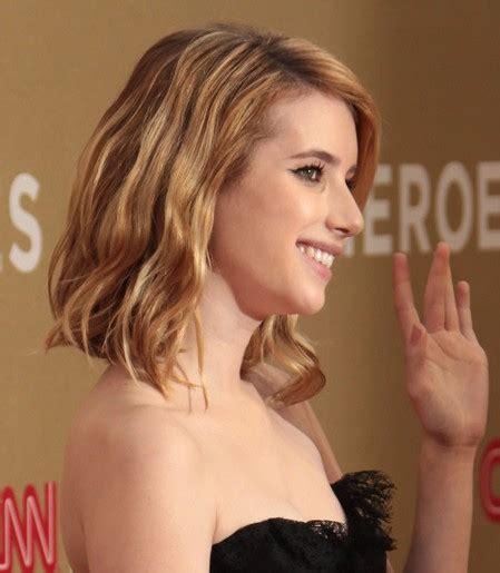 Emma Roberts' Medium Wavy Hairstyles   PoPular Haircuts