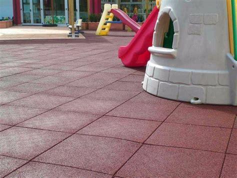 tappeti di gomma per bambini pavimentazione antitrauma