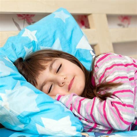 nicht im eigenen bett schlafen 5 praktische tipps so lernt ihr im eigenen bett zu