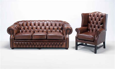 at home chesterfield sofa chesterfield sofa and chairs hickory leather chesterfield