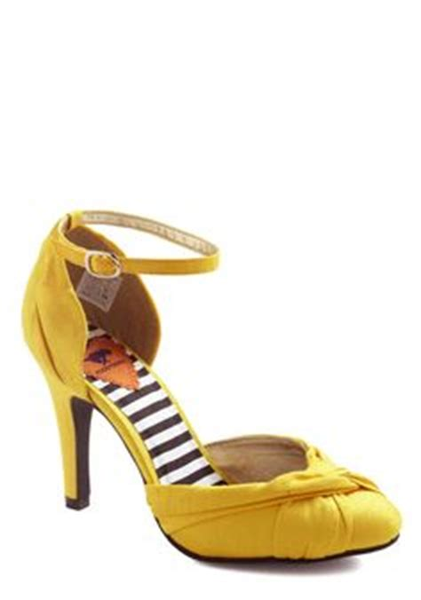 Wedding Paper Divas Return Policy by 1000 Images About Wedding Shoes On Yellow