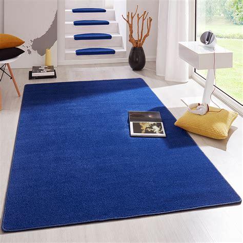 Kurzflor Teppich Blau by Kurzflor Uni Teppich Fancy Einfarbig Blau Teppiche