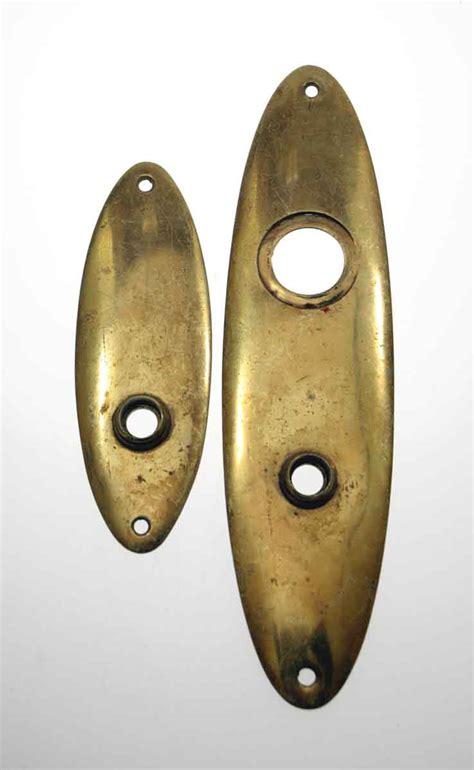 sargent co golden back plate oval knob set olde