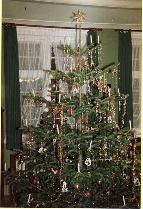 weihnachtsbaum mit lametta weihnachtsbaum lametta frohe weihnachten in europa