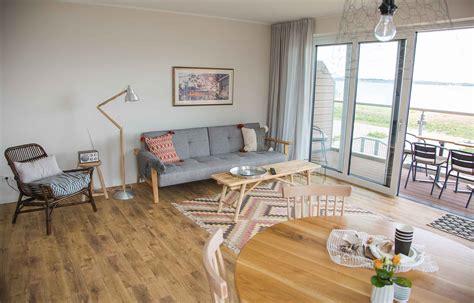 wohnzimmer suiten gro 223 z 252 gige suiten mit meerblick ostsee strandhaus holnis