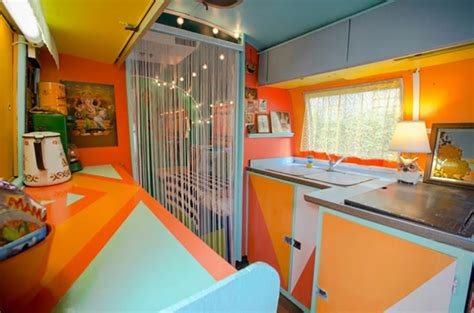 Tiny Bathroom Decorating Ideas caravane am 233 ricaine airstream 224 la d 233 co multicolore