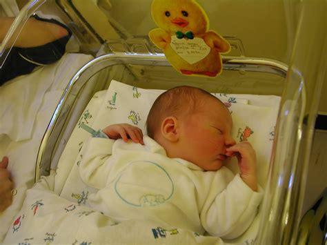 neonato nella culla nascita di ignazio