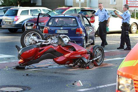 Polo Motorrad Lohn by Motorradfahrer Mit Schwersten Verletzungen Neue