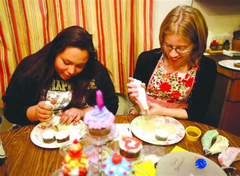 icing   cake billings woman passes  decorating skills local mtstandardcom
