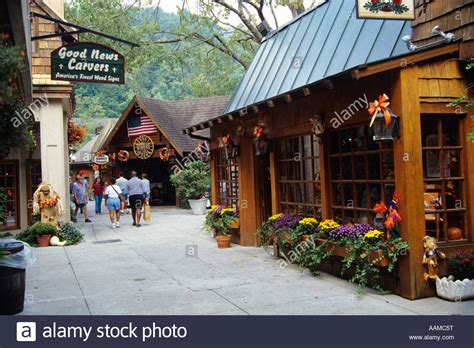 Cabin Shopping Center Restaurants by Gatlinburg Tn The Villages Mall Shops And Restaurants