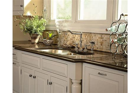medallion kitchen cabinets kitchen cabinets medallion cabinetry chelsea maple