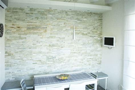 pietra muro interno rivestimento muro interno in pietra di abitazione privata