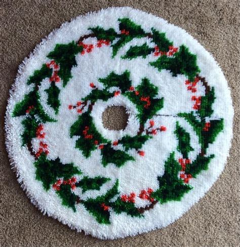 latch hook christmas tree skirt kits vintage latch hook tree skirt 33 by foundit4u