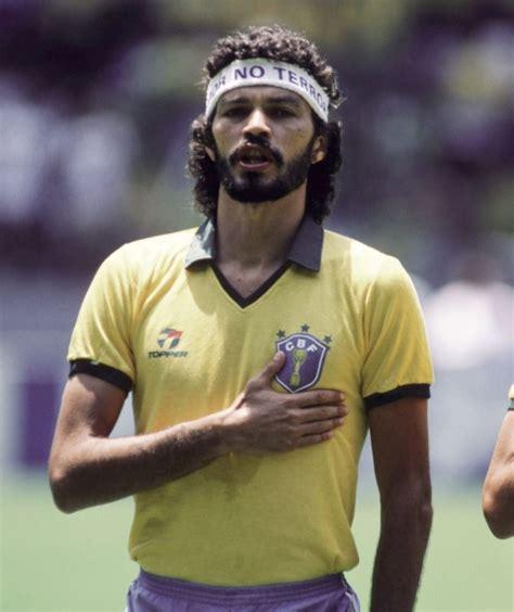 libro doctor socrates footballer philosopher brazil football legend socrates dies at 57 novinite com sofia news agency